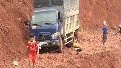 Sơn La: Mưa to gây ngập úng và sạt lở đất, giao thông ùn tắc