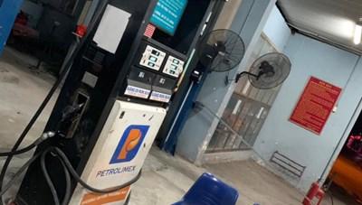 Hà Nội: Xử lý một cửa hàng xăng dầu từ chối bán xăng cho người dân