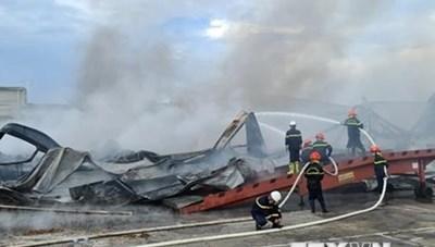 [ẢNH]Cháy lớn tại Công ty JAANH Vina ở Bắc Ninh, 1 nhà xưởng bị sập