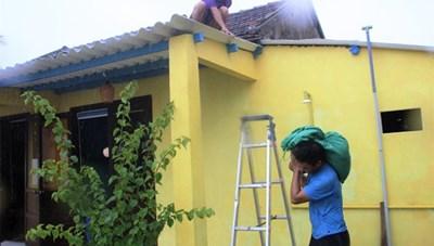 [ẢNH]Dân Quảng Nam chằng chống nhà cửa phòng chống bão số 5