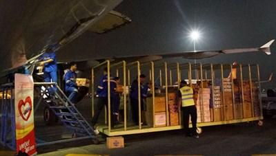 Những chuyến bay đặc biệt tới vùng lũ lụt miền Trung
