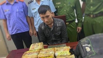 Nghệ An: Bắt vụ vận chuyển 2 bánh heroin, 10 kg ma tuý đá