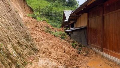 Di dời khẩn cấp gần 300 hộ dân có nguy cơ sạt lở