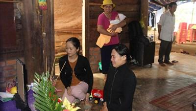Gia đình công nhân tử nạn tại Thủy điện Rào Trăng 3 bị lừa 100 triệu đồng