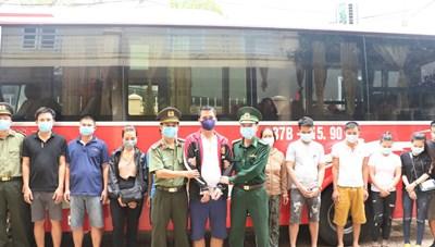 Đang cắt rừng, vượt biên trái phép qua Lào thì bị bắt