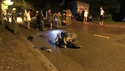 Hai xe máy tông nhau khiến hai người thương vong