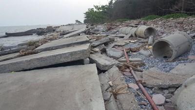 Nam Định: Kè biển bị sập tan hoang