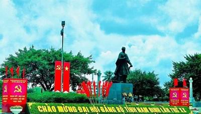 """(Ảnh) Nam Định """"thay áo mới"""" chào mừng Đại hội Đảng bộ tỉnh"""