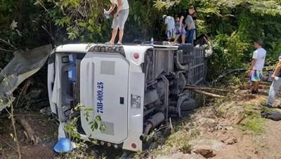 Xử lý vụ lật xe khiến 8 người chết và hàng chục người bị thương