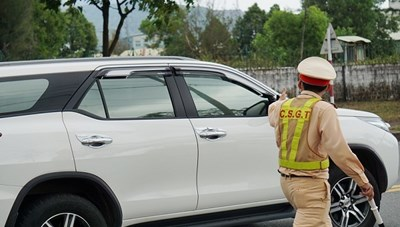 Phóng bạt mạng trên đường cao tốc, tài xế bị phạt 11 triệu đồng