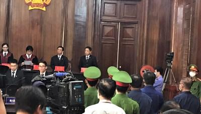 Nguyên Phó Chủ tịch Nguyễn Thành Tài hầu tòa cùng nhiều cựu quan chức