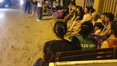 Vụ bãi rác Nam Sơn: Nước rỉ rác bốc mùi, thêm lý do để người dân bức xúc
