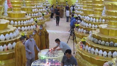 [ẢNH] Cận cảnh các đài sen đặt tro cốt ở chùa Kỳ Quang 2