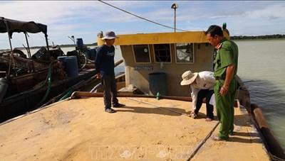 Tây Ninh: Tạm giữ 4 tàu hút cát trái phép trong hồ Dầu Tiếng
