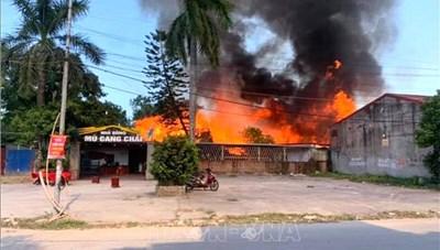 2 nhà hàng bị cháy, thực khách thoát nạn