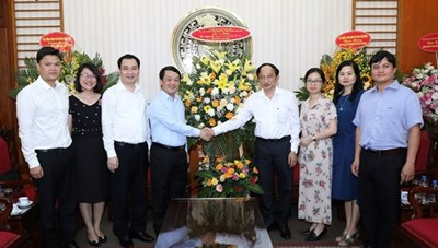 BẢN TIN MẶT TRẬN: Phó Chủ tịch – Tổng Thư ký Hầu A Lềnh chúc mừng các cơ quan báo chí