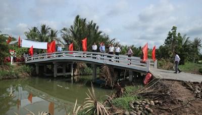 Bến Tre: Khánh thành 'cầu liên tổ' cho bà con xã Mỹ Nhơn