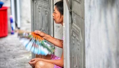 [ẢNH] Thời tiết oi nóng, ngột ngạt 'bủa vây' những xóm trọ nghèo ở Hà Nội