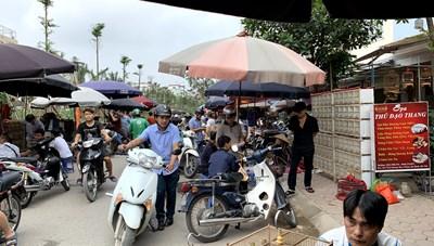 Hà Nội: Chợ chim cảnh tự phát gây ùn tắc giao thông
