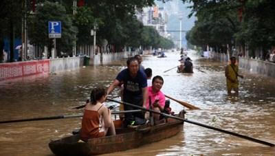 Nước trên hơn 200 sông vượt mức báo động, Trung Quốc nâng cảnh báo lũ