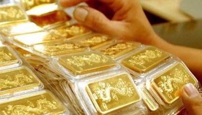 Giá vàng giảm nhẹ vẫn neo ở mốc 50 triệu đồng/lượng
