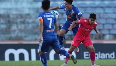 Nỗi lo của các đội bóng khi V-League hoãn vì dịch Covid-19