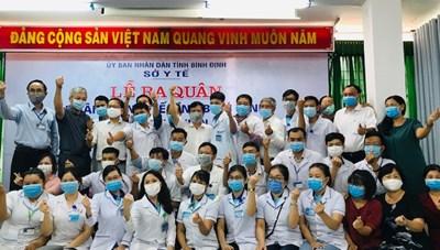 25 bác sĩ, điều dưỡng Bình Định tình nguyện ra Đà Nẵng hỗ trợ chống dịch Covid-19