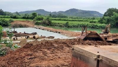 Doanh nghiệp ngăn sông, mở đường ở Lạng Sơn: Huyện yêu cầu phá dỡ, tỉnh lại cho tồn tại?