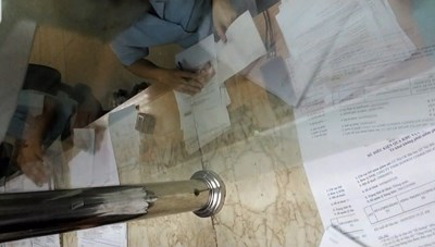 Những 'tờ xanh' kẹp trong hồ sơ ở Hải quan Hà Nội: Tạm đình chỉ 4 công chức