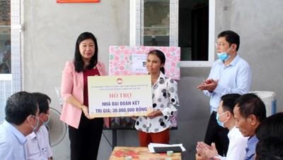 Bàn giao nhà Đại đoàn kết tại huyện Ứng Hòa