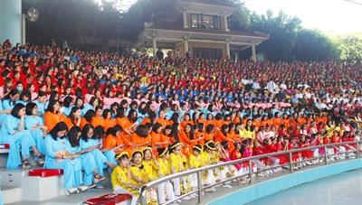 Hơn 2000 nữ đại biểu tham dự chương trình 'Duyên dáng Hạ Long'