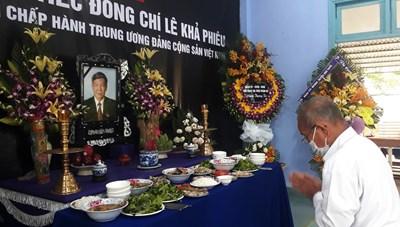 Dân làng Rồng lập bàn thờ tưởng nhớ cố Tổng Bí thư Lê Khả Phiêu