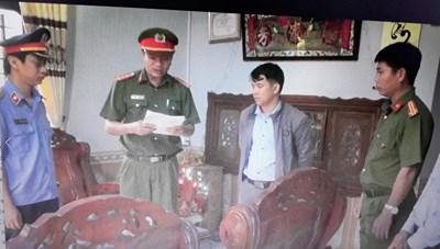 Quảng Nam: Bắt nguyên một cán bộ địa chính xã