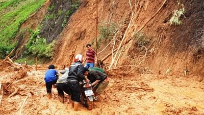 Quảng Nam: Mưa lớn gây sạt lở nặng ở khu vực miền núi
