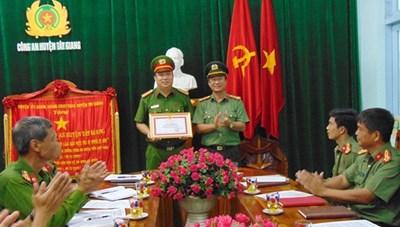 Quảng Nam: Khen thưởng đột xuất Công an huyện Tây Giang