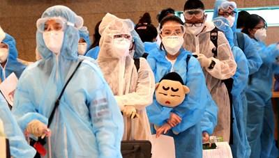[ẢNH] Cần Thơ kiểm soát y tế 240 hành khách về từ Singapore