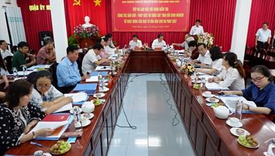 Phó chủ tịch Ủy ban Trung ương MTTQ Việt Nam Ngô Sách Thực kiểm tra công tác Dân chủ - Pháp luật