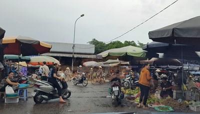 Thanh Hoá: Quán trà đá đông nghịt người, dân ít đeo khẩu trang bảo vệ