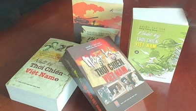Gặp mặt và ra mắt sách 'Nhật ký thời chiến Việt Nam'