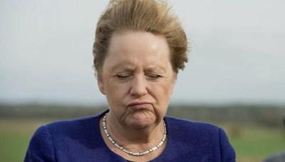 [ẢNH] Khoảnh khắc 'đáng yêu' của các chính trị gia khi đối mặt với gió