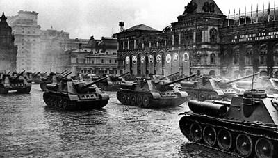 Khoảnh khắc lịch sử từ cuộc duyệt binh đầu tiên mừng Ngày Chiến thắng năm 1945