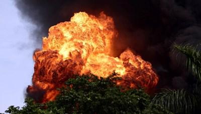 [VIDEO] Hà Nội: Cháy lớn tại kho hóa chất trong cảng Đức Giang