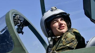 [ẢNH] Nữ học viên Không quân Nga chinh phục bầu trời bằng kỹ năng và sự quyến rũ