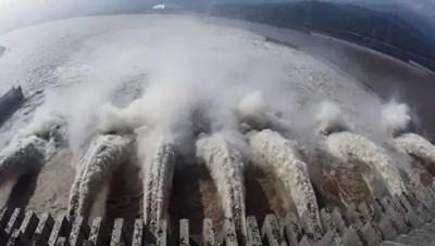[VIDEO] Cận cảnh đập Tam Hiệp xả lũ