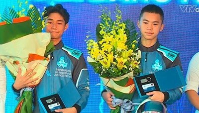 32 tay đua Việt Nam được trao bằng đua ôtô thể thao