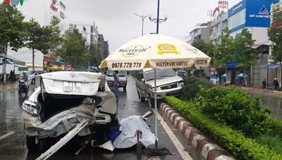 Ô tô biển xanh tông xe phía trước khiến 1 người chết