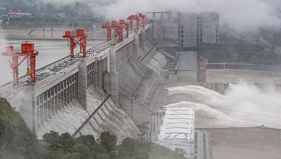 Vỡ 50 mét đê sông Trường Giang, 9.000 người Trung Quốc buộc phải di tản