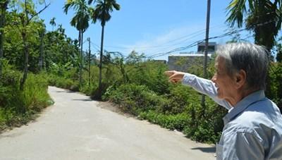 Cụ ông ở Quảng Ngãi hiến 200 m2 đất 'vàng' làm đường cho bà con
