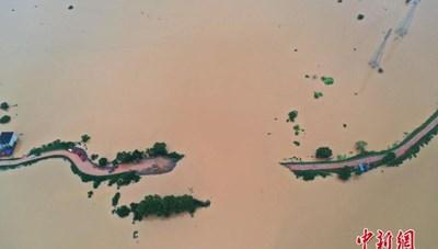 Vỡ đê ở Giang Tây, Trung Quốc nâng cảnh báo lũ nhiều sông lên mức cao nhất