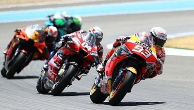 [VIDEO] Marquez ngã gãy tay ở chặng MotoGP đầu tiên